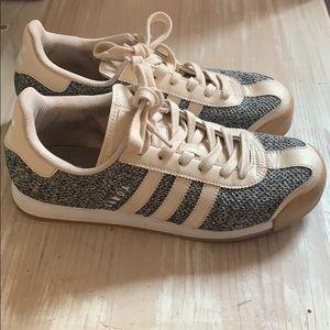 Adidas sneakers 7 1/2